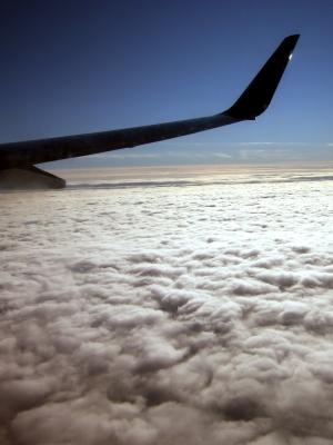 Über den Wolken hoch Flügel