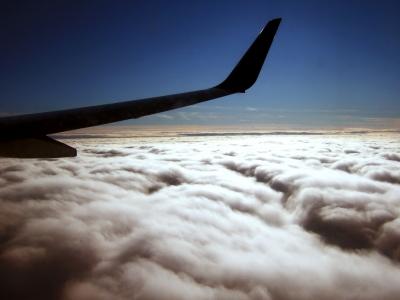 Über den Alpen quer Flügel