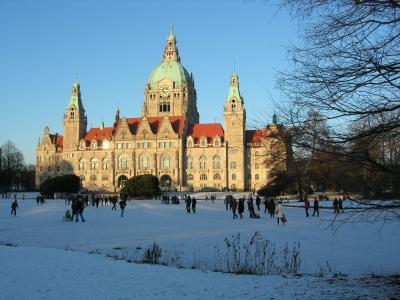 Hannover - Rathaus und zugefrorener Maschteich