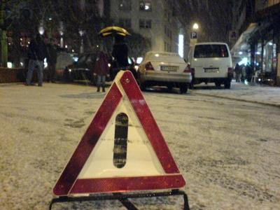 Warndreieck und Schnee