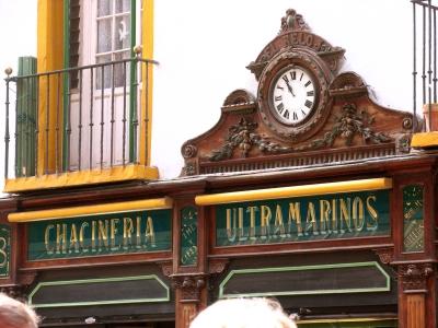 """Sevilla """"Tante-Emma-Laden"""" mit alter Uhr"""