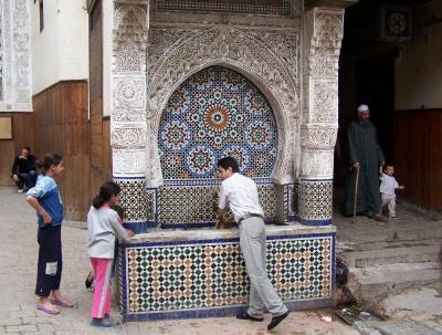 Brunnen im Basar von Fes (Marokko)