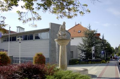Skulptur vor dem Rathaus in Heviz  Ungarn