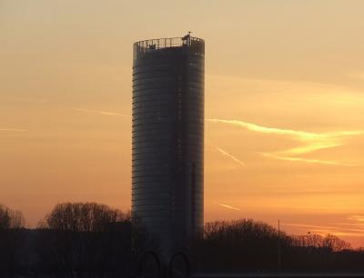 Detailaufnahme Posttower in Bonn Abendstimmung