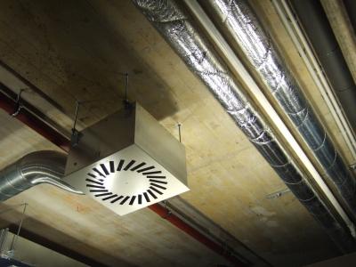 Betondecke mit Installationselementen