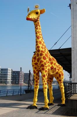 lebensgroße Lego-Giraffe
