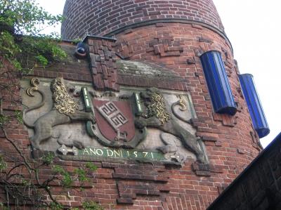 Stadtwappen und Lampen im Paula Modersohn Becker Museum Bremen