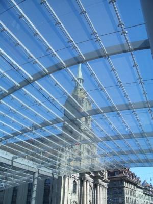 Das Glasdach von Bern mit Heiliggeistkirche