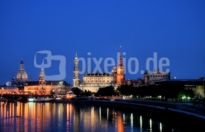 Blaue Stunde über Dresdens Altstadt