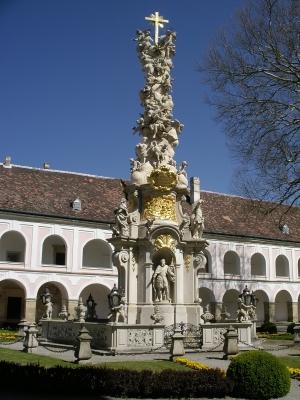 Dreifaltigkeitssäule - Stift Heiligenkreuz - Niederösterreich