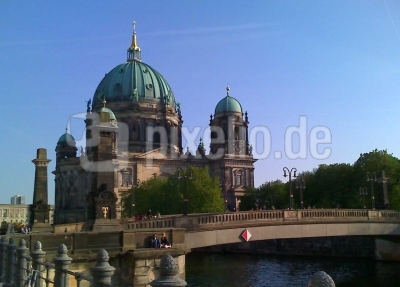 Berliner Dom mit Brücke