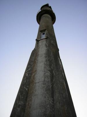Turm einer Windkraftanlage aus dem Jahr 1942  im Hafen von  Bogense/Dänemark
