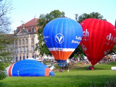 Ballons vor Schloss Weissenstein