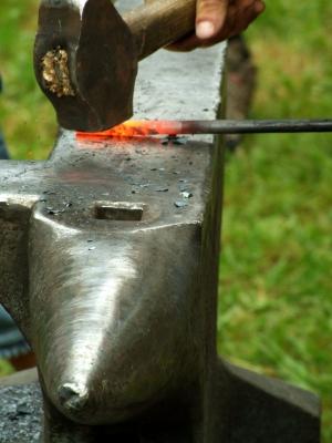 Schmieden, solange das Eisen heiss ist_1