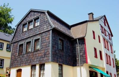 Die Dachziegelfassade