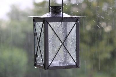 Laterne im Dauerregen