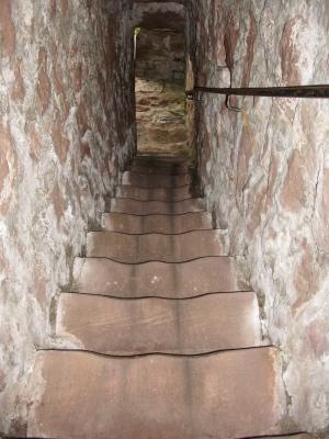 800 Jahre alter Treppenaufgang zum Schlossturm