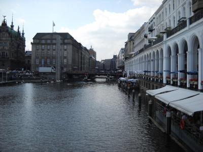 Hamburg - Alsterfleet mit Alsterarkaden, Blick vom Jungfernstieg/Reesendammbrücke in Richtung Schleusenbrücke/Rathausschleuse