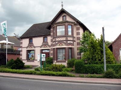 Wittmund Fassade mit Rosen