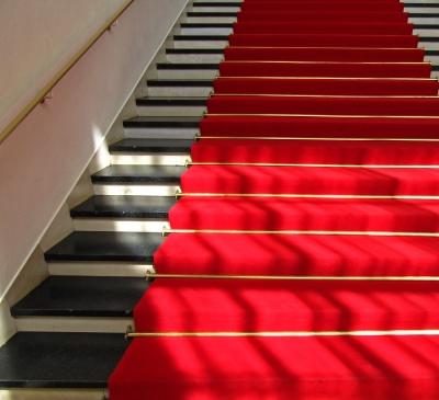 Roter Teppich mit Schatten