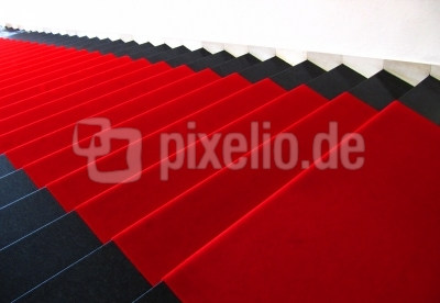 Treppe mit rotem Teppich 2