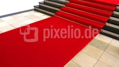 Treppe mit rotem Teppich 3