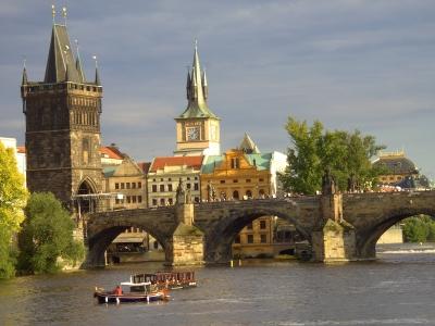 Karlsbrücke in Prag über die Moldau