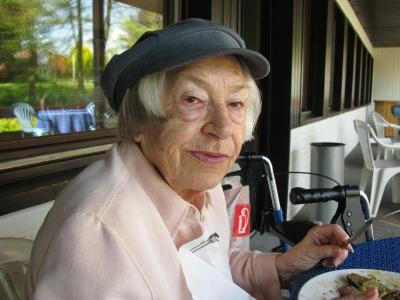 Meine 86 Jahre alte Oma im Restaurant