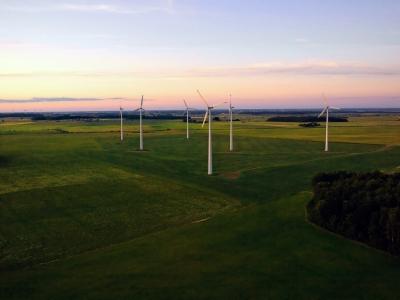 Windräder - gesunde Energie - Luftbild