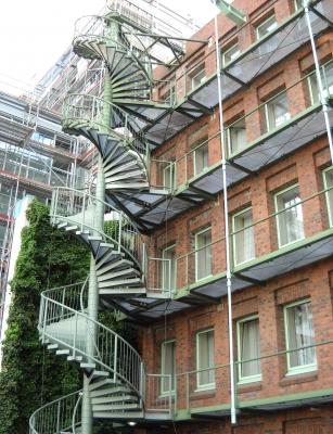 Hamburg - Wendeltreppe an der rückwärtigen Fassade (Neubauteil) des ehemaligen Verlagshauses Broschek (Große Bleichen)