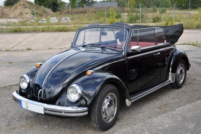 VW-Käfer-Cabrio-schwarz