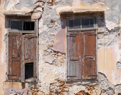 Fensterladen  mit  Guckloch