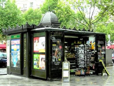 Paris - Kiosk an der Champs Elysées