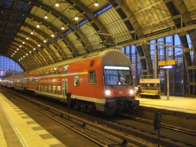 Bahnhof Friedrichstraße bei Nacht