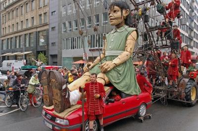 Die Riesin in der Friedrichstraße 2