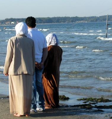 Touristen aus Saudi-Arabien geniessen das Wasser