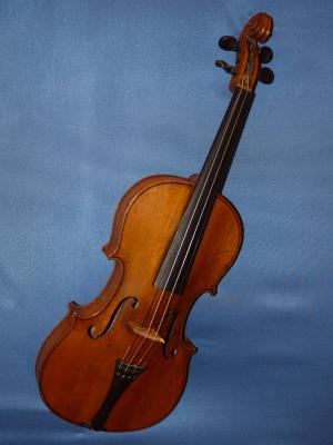 Geige auf blauem Hintergrund
