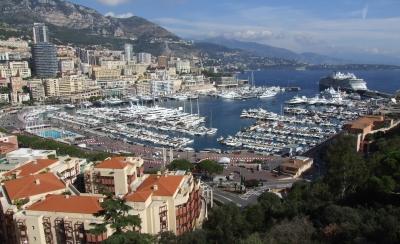 Yachthafen und Rennstrecke von Monaco