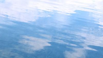 Zarter Wasser-Wellen-Hintergrund