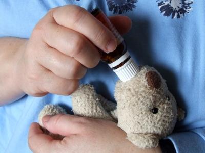 Kleiner Bär erhält Medikamente