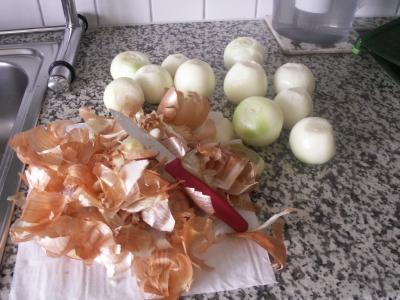 Zwiebeln rüsten und schneiden