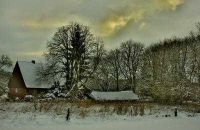 Alter Bauernhof im Winter