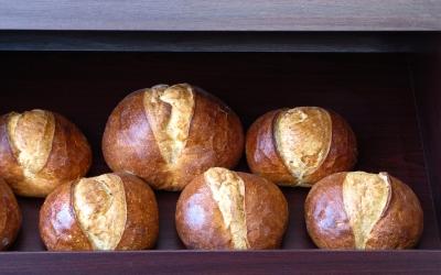 frisches Brot im Verkaufsregal
