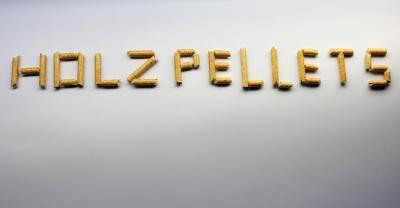 Holzpellets Schriftzug