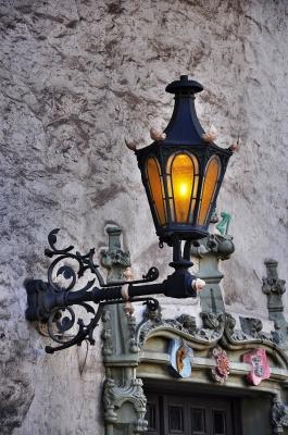 Lampe mit Verzierungen
