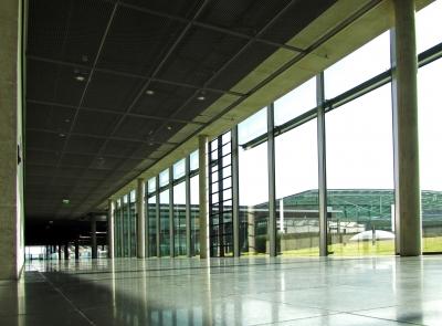 Beton und Glas in Messehallen