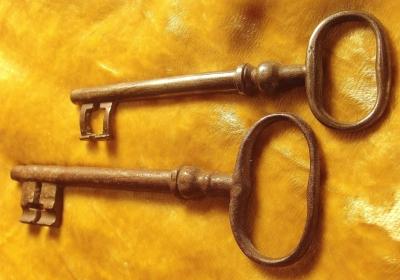 Sehr alte und vom Gebrauch abgenutzte Schlüssel