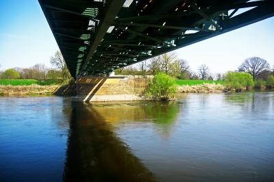 Blick unter die Wörlitzer Brücke