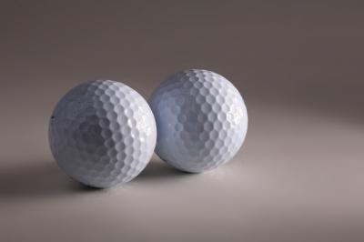 Zwei Golfbälle