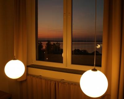 Kostenloses foto lampen vor fenster for Foto lampen